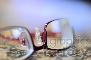 300dpi RG reading glasses eye red